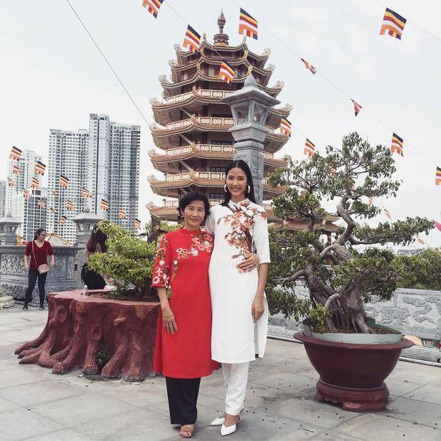 Đã thành thói quen, cứ mùng 1 Tết là từ sao tới hot girl Việt lại diện áo dài tưng bừng - Ảnh 11.