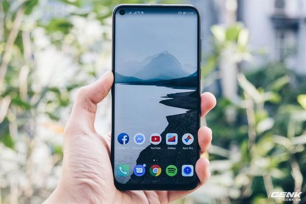 Smartphone năm 2019 sẽ như thế này đây: Trên tay Huawei Nova 4 với màn hình đục lỗ - Ảnh 2.