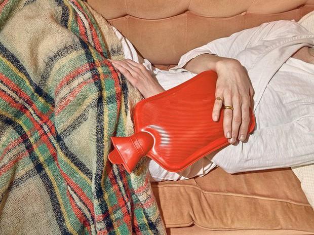 Mấy ngày Tết khổ sở vì đau bụng kinh thì nhớ làm ngay 5 việc này để giảm bớt cơn đau - Ảnh 1.