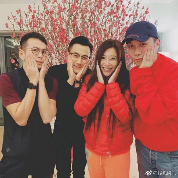 Tết đầu tiên hậu ly hôn với Dương Mịch, Lưu Khải Uy vui vẻ tụ tập cùng bạn bè giải khuây - Ảnh 2.
