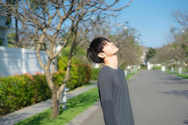 Mỹ nam Wanna One chụp ảnh đón Tết ở Đà Nẵng đẹp như phim, nhưng fan chỉ dán mắt vào cơ bụng của anh chàng - Ảnh 8.