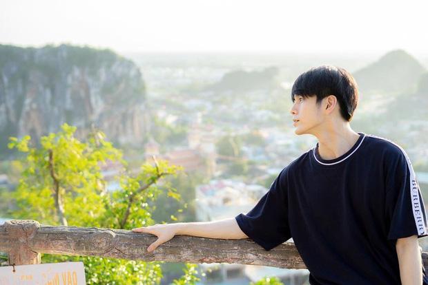 Mỹ nam Wanna One chụp ảnh đón Tết ở Đà Nẵng đẹp như phim, nhưng fan chỉ dán mắt vào cơ bụng của anh chàng - Ảnh 11.