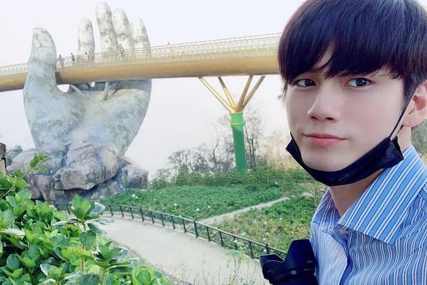 Mỹ nam Wanna One chụp ảnh đón Tết ở Đà Nẵng đẹp như phim, nhưng fan chỉ dán mắt vào cơ bụng của anh chàng - Ảnh 10.