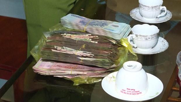 Cặp vợ chồng được người dân trả lại 120 triệu đồng đánh rơi tối mùng 1 Tết - Ảnh 2.