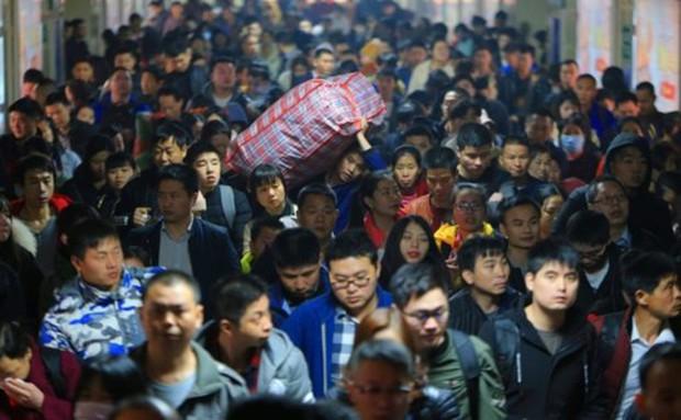 Xu hướng đón Tết mới của lao động xa nhà Trung Quốc - Ảnh 1.