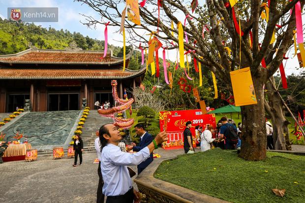 """Người dân hào hứng với """"Lễ hội Thần tài"""" cầu may mắn đầu năm mới ở Đà Nẵng - Ảnh 3."""
