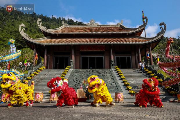 """Người dân hào hứng với """"Lễ hội Thần tài"""" cầu may mắn đầu năm mới ở Đà Nẵng - Ảnh 1."""
