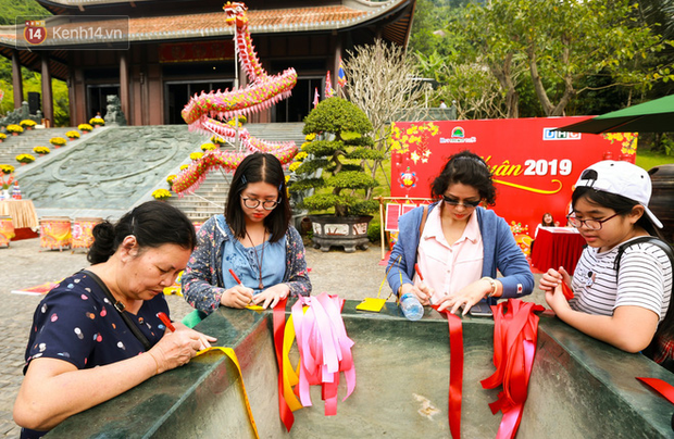 """Người dân hào hứng với """"Lễ hội Thần tài"""" cầu may mắn đầu năm mới ở Đà Nẵng - Ảnh 12."""