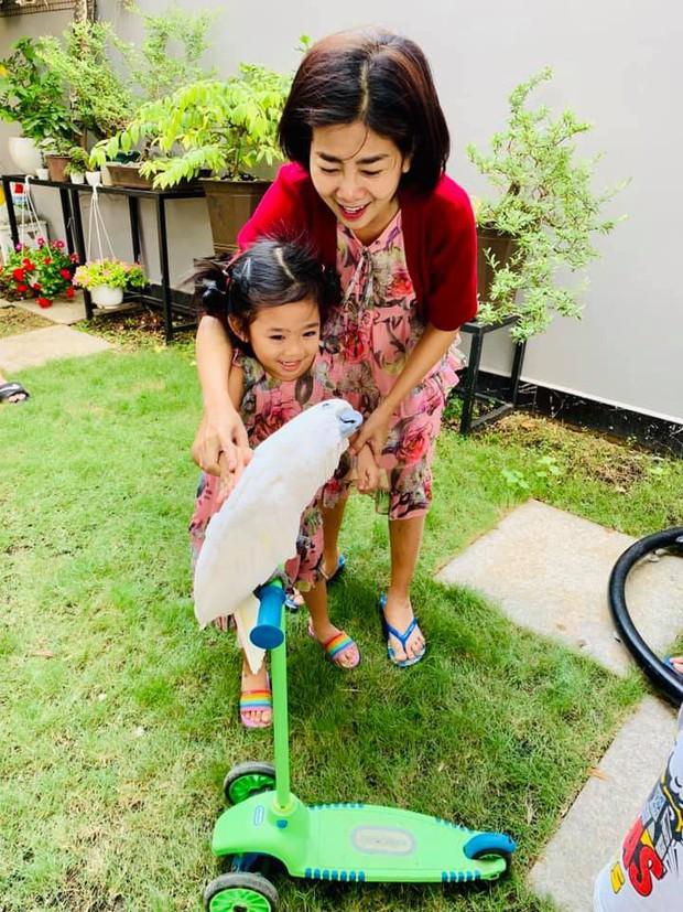 Mai Phương tự lái xe đưa con gái đi chơi Tết, khoẻ lên trông thấy sau thời gian chống chọi ung thư - Ảnh 3.