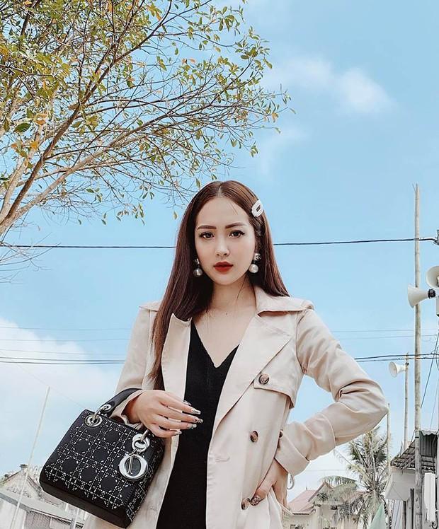Bóc info dàn em họ của Hương Tràm: Ai cũng xinh, ăn mặc và tạo dáng chất chẳng kém gì hot girl - Ảnh 2.