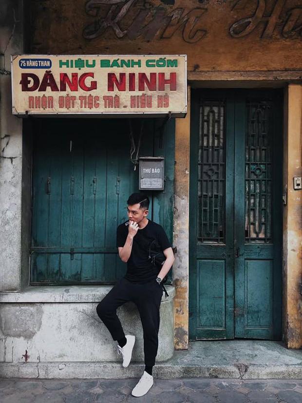Ngày thường là hàng bánh cốm nức tiếng Hà Nội, đến Tết thành background chụp ảnh check-in - Ảnh 2.