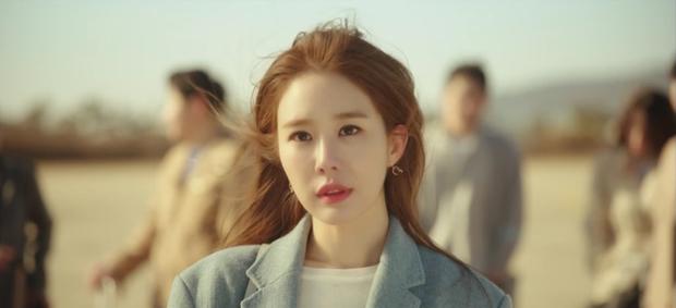 """Touch Your Heart tập 1: Yoo In Na """"đánh bật"""" Song Hye Kyo, trở thành nữ chính Hậu Duệ Mặt Trời - Ảnh 3."""
