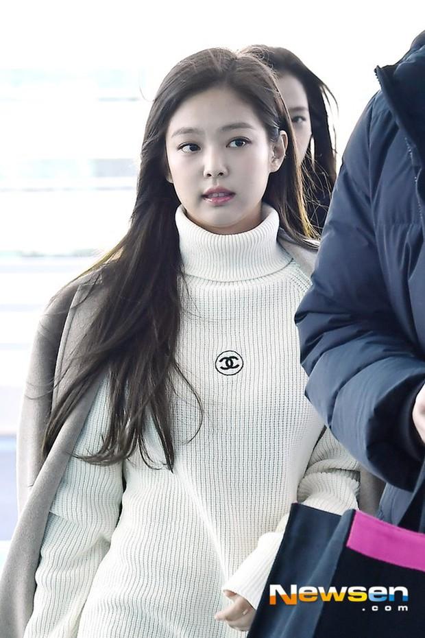 Dàn sao hạng A đổ bộ sân bay mùng 3: Black Pink, Sulli lộ mặt tròn vo dù body siêu nuột, Park Seo Joon cực bảnh - Ảnh 7.