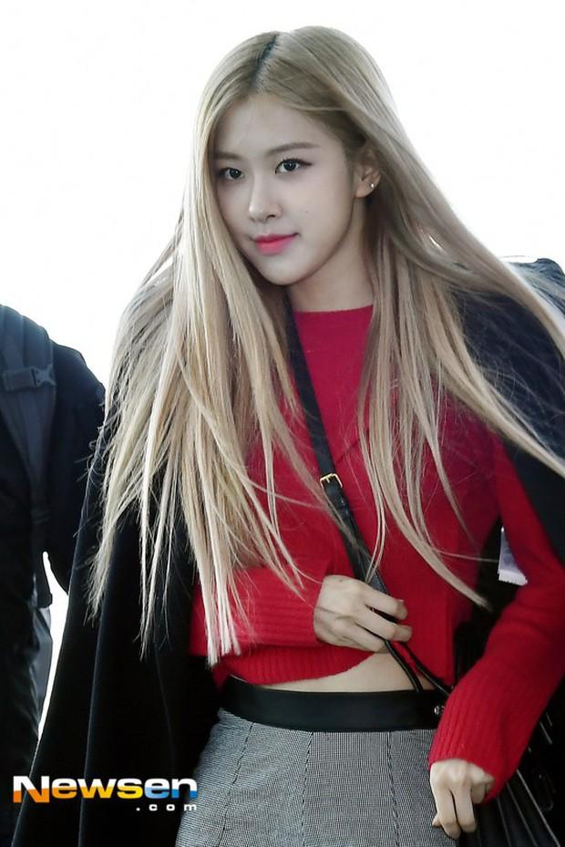 Dàn sao hạng A đổ bộ sân bay mùng 3: Black Pink, Sulli lộ mặt tròn vo dù body siêu nuột, Park Seo Joon cực bảnh - Ảnh 4.