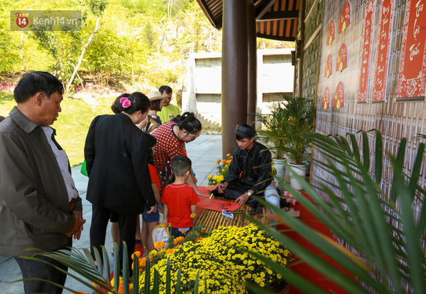 """Người dân hào hứng với """"Lễ hội Thần tài"""" cầu may mắn đầu năm mới ở Đà Nẵng - Ảnh 10."""