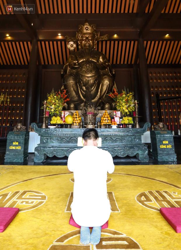 """Người dân hào hứng với """"Lễ hội Thần tài"""" cầu may mắn đầu năm mới ở Đà Nẵng - Ảnh 8."""