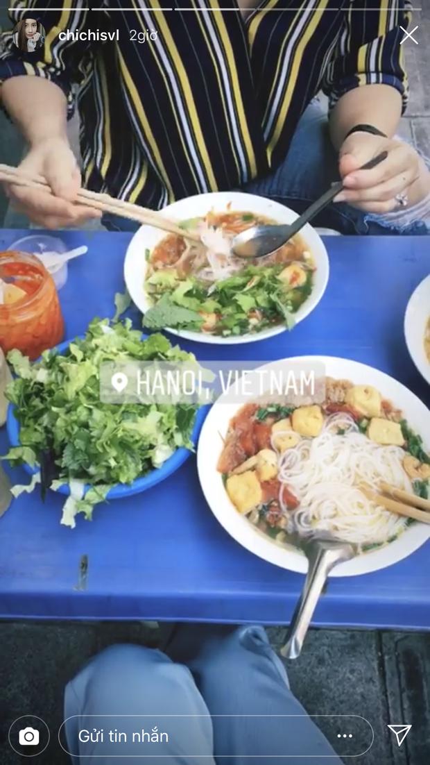 Hot girl Lào gốc Việt Chichi ăn Tết ở Hà Nội, khoe ảnh rạng rỡ ở phố đi bộ - Ảnh 2.