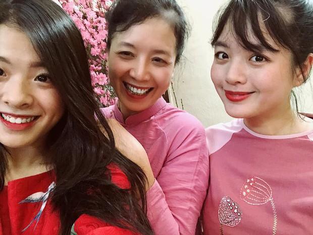 Bất ngờ với nhan sắc như sao y bản chính từ mẹ của hai con gái nghệ sĩ Chiều Xuân - Ảnh 1.