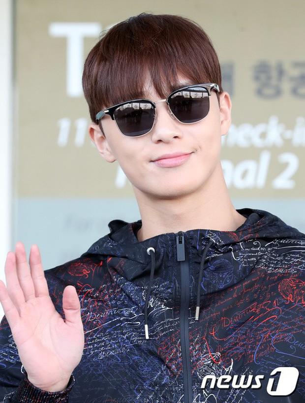 Dàn sao hạng A đổ bộ sân bay mùng 3: Black Pink, Sulli lộ mặt tròn vo dù body siêu nuột, Park Seo Joon cực bảnh - Ảnh 20.