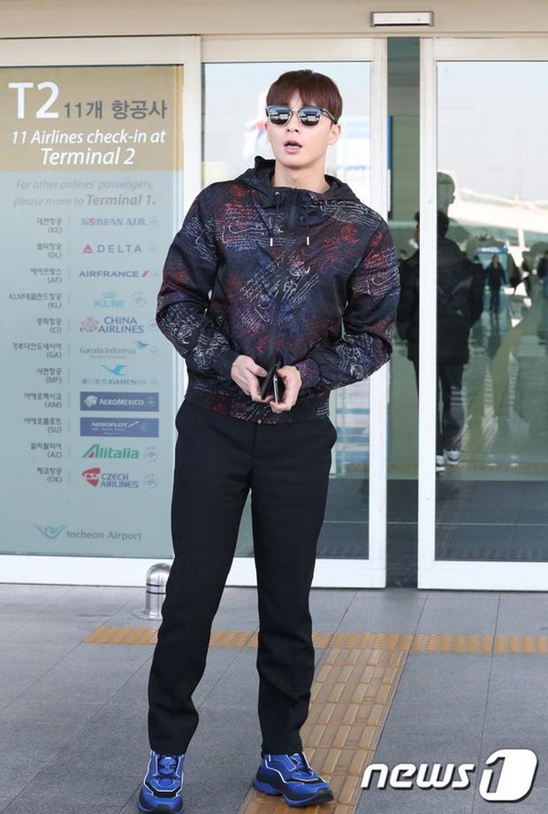 Dàn sao hạng A đổ bộ sân bay mùng 3: Black Pink, Sulli lộ mặt tròn vo dù body siêu nuột, Park Seo Joon cực bảnh - Ảnh 19.