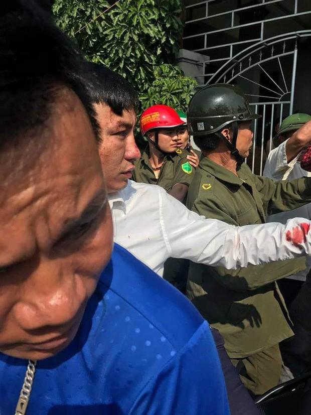 Nhờ đứa trẻ dẫn đường, 2 thanh niên bị dân làng vây đánh vì nghĩ bắt cóc trẻ em - Ảnh 3.