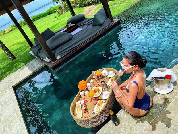 Trốn Tết kiểu cựu hot girl đình đám Meo Meo: Đưa con đi Bali nghỉ dưỡng, mùng 3 táo bạo thả dáng bên bể bơi - Ảnh 1.