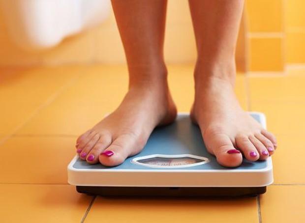 7 thói quen xấu chắc chắn khiến bạn béo lên chứ không còn gọn gàng như trước - Ảnh 1.