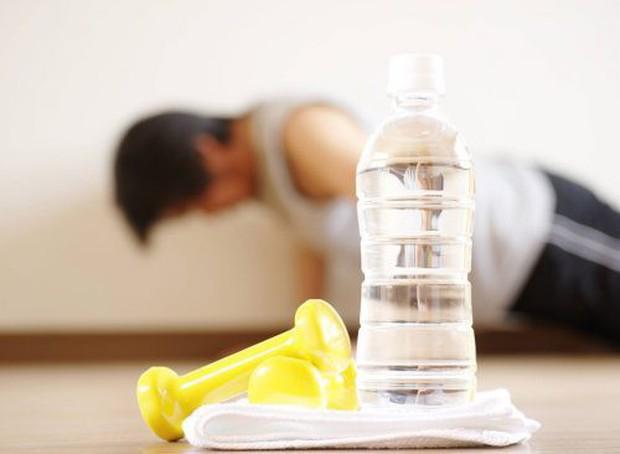 7 thói quen xấu chắc chắn khiến bạn béo lên chứ không còn gọn gàng như trước - Ảnh 2.