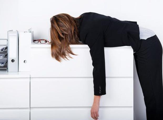 7 thói quen xấu chắc chắn khiến bạn béo lên chứ không còn gọn gàng như trước - Ảnh 3.
