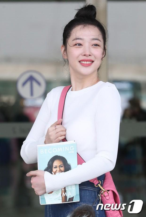 Dàn sao hạng A đổ bộ sân bay mùng 3: Black Pink, Sulli lộ mặt tròn vo dù body siêu nuột, Park Seo Joon cực bảnh - Ảnh 15.