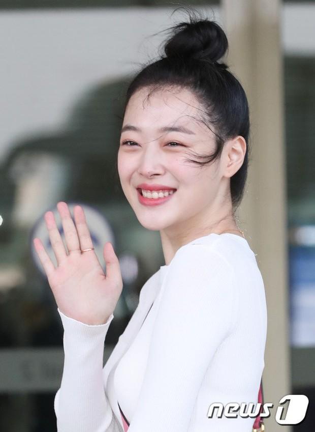 Dàn sao hạng A đổ bộ sân bay mùng 3: Black Pink, Sulli lộ mặt tròn vo dù body siêu nuột, Park Seo Joon cực bảnh - Ảnh 16.