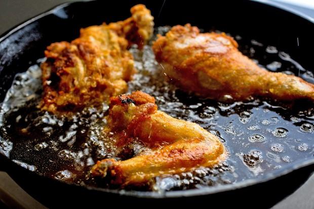 Sửa ngay những sai lầm khi chế biến đồ ăn khiến bạn tăng cân mất kiểm soát - Ảnh 1.