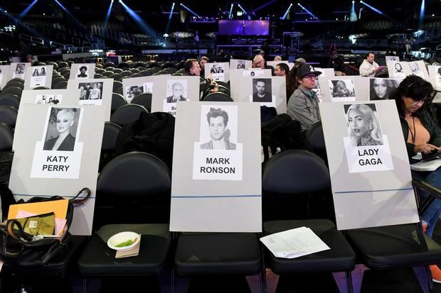 Chỗ ngồi Grammy đã lộ diện: Lady Gaga - Katy Perry ở vị trí bằng nhau, BTS xếp ngang hàng với ai? - Ảnh 3.