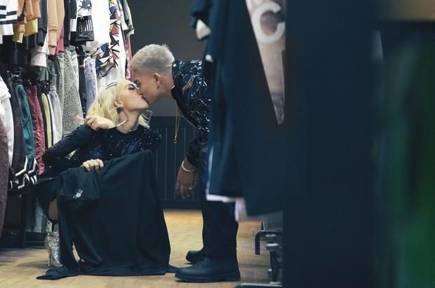 Về chung nhà rồi, Big Daddy và Emily không ngại thoải mái khóa môi trong MV mới đây này - Ảnh 8.