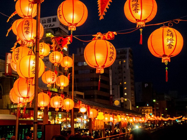 Lễ hội đèn lồng Nhật Bản lung linh như Vùng đất linh hồn đời thực khiến fan anime mê mẩn - Ảnh 2.