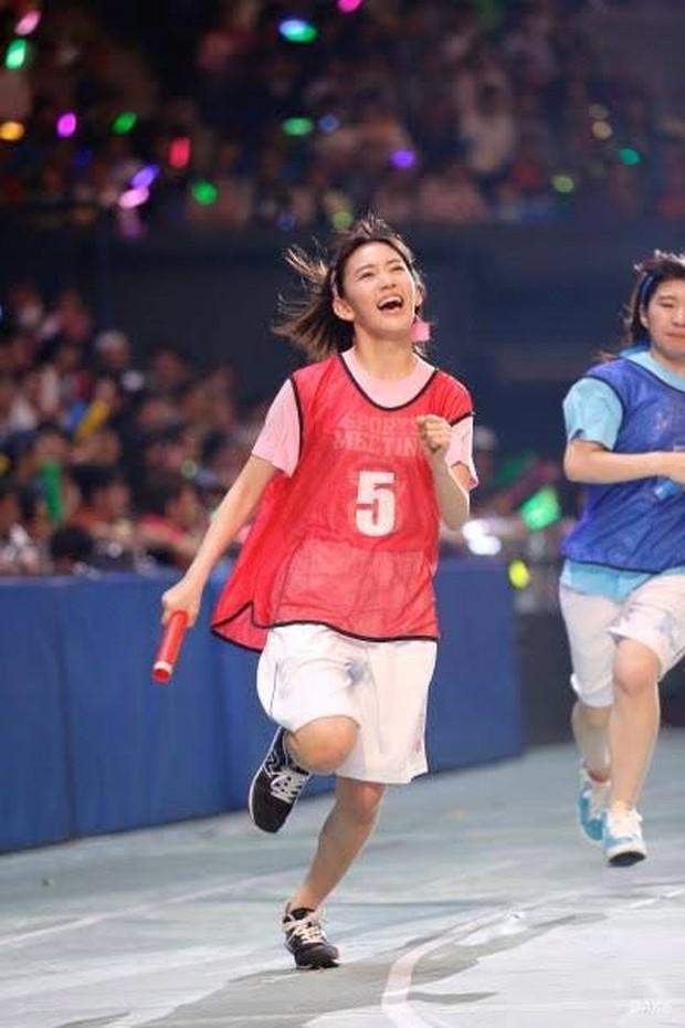 Sakura (IZ*ONE) và thể thao dường như có thù với nhau! - Ảnh 2.