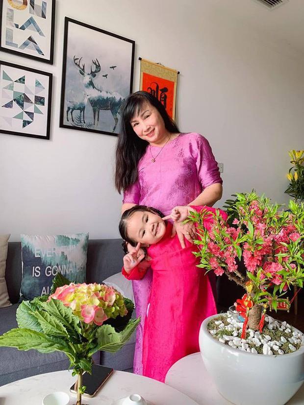 Nào có thua người lớn, nhóc tỳ nhà sao Việt cũng xúng xính diện áo dài, nổi nhất là mẹ con Thu Thảo và Hà Anh - Ảnh 6.
