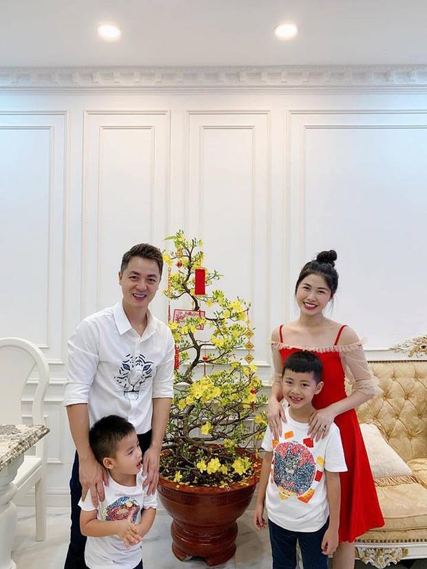 Nào có thua người lớn, nhóc tỳ nhà sao Việt cũng xúng xính diện áo dài, nổi nhất là mẹ con Thu Thảo và Hà Anh - Ảnh 8.