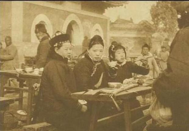 Ảnh hiếm ghi lại cảnh đón Tết của người Trung Quốc dưới thời nhà Thanh hàng trăm năm trước - Ảnh 10.