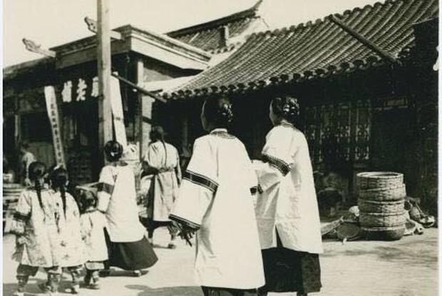 Ảnh hiếm ghi lại cảnh đón Tết của người Trung Quốc dưới thời nhà Thanh hàng trăm năm trước - Ảnh 2.