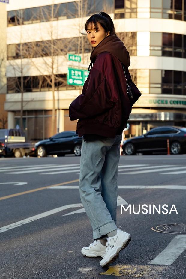 Dịp Tết nếu chưa chụp được kiểu ảnh OOTD chất chơi nào, bạn hãy tham khảo street style sành điệu của giới trẻ Hàn để triển ngay cho kịp - Ảnh 10.