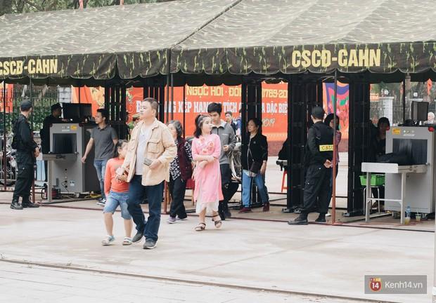 Chùm ảnh: Khai hội Gò Đống Đa xuân Kỷ Hợi, đón bằng Di tích quốc gia đặc biệt - Ảnh 11.