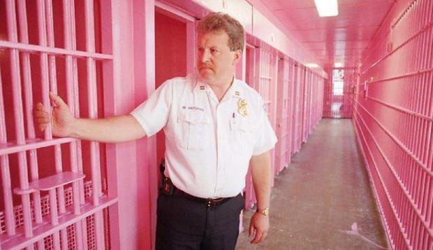 Tại sao nhiều nhà tù ở Châu Âu lại được sơn màu hồng? - Ảnh 1.