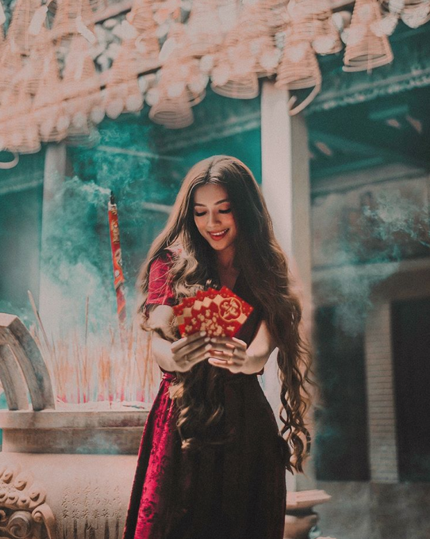 Hot girl công chúa tóc mây gốc Việt khoe ảnh đi lễ chùa cực đằm thắm ở Trà Vinh dịp Tết - Ảnh 1.