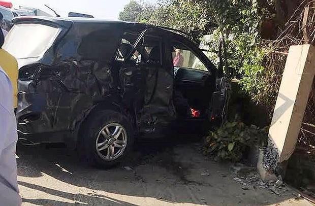Xe khách tông ô tô biển xanh: 8 người thương vong trong cùng gia đình - Ảnh 1.