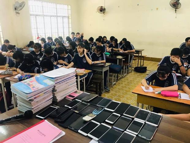 Nhờ cách làm bá đạo này, giáo viên đã khiến đám học trò bất lực trong việc quay cóp! - Ảnh 1.
