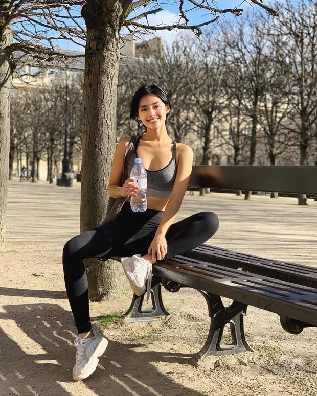 Mấy ai tinh thần thép được như Khánh Linh The Face, du lịch ở tận Paris nhưng vẫn hùng dũng lao ra đường tập thể dục! - Ảnh 2.