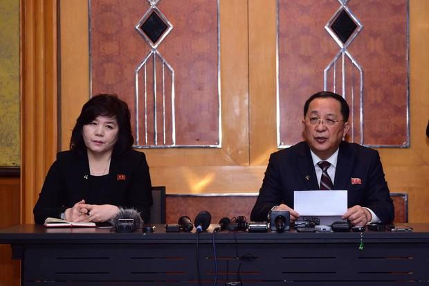 Triều Tiên tổ chức cuộc họp báo bất ngờ vào lúc nửa đêm sau hội nghị thượng đỉnh Mỹ-Triều lần hai - Ảnh 1.