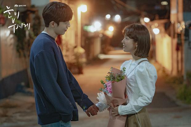 """Nhìn Nam Joo Hyuk và Han Ji Min trong """"Dazzling"""" mới thấy, không phải lúc nào công thức chàng cao kều và nàng nấm lùn cũng dễ thương - Ảnh 1."""