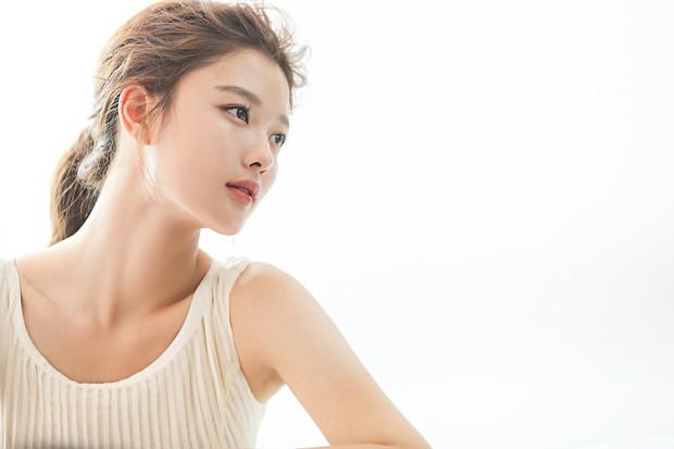 Kim Yoo Jung 20 tuổi xinh đẹp đến nữ thần cũng phải kiêng dè - Ảnh 10.